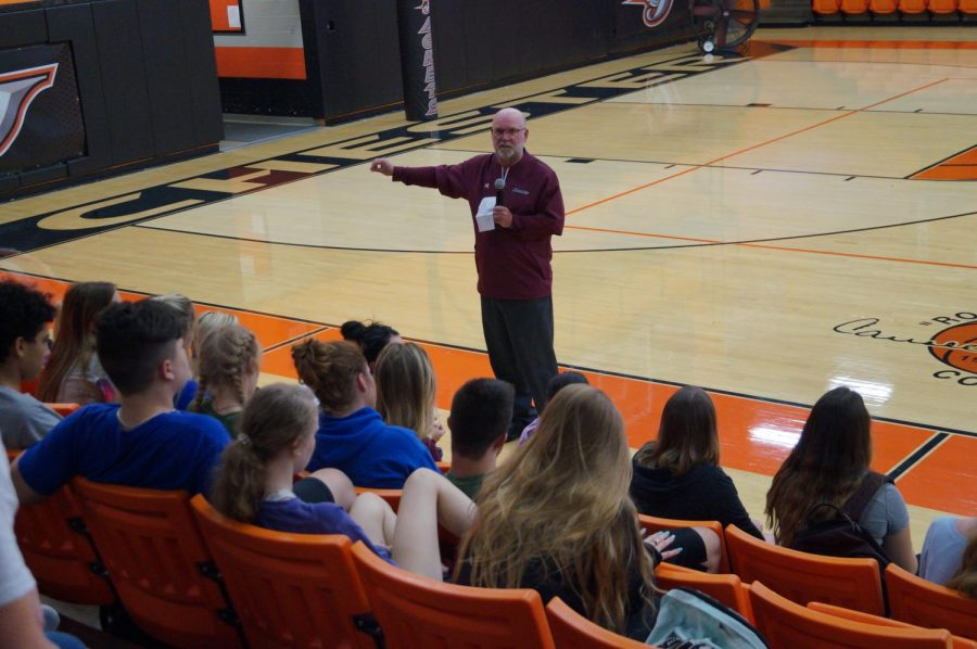 SIUC+Athletic+Director+Jerry+Kill+spoke+to+Chester+High+School+juniors+and+seniors+Oct.+2.