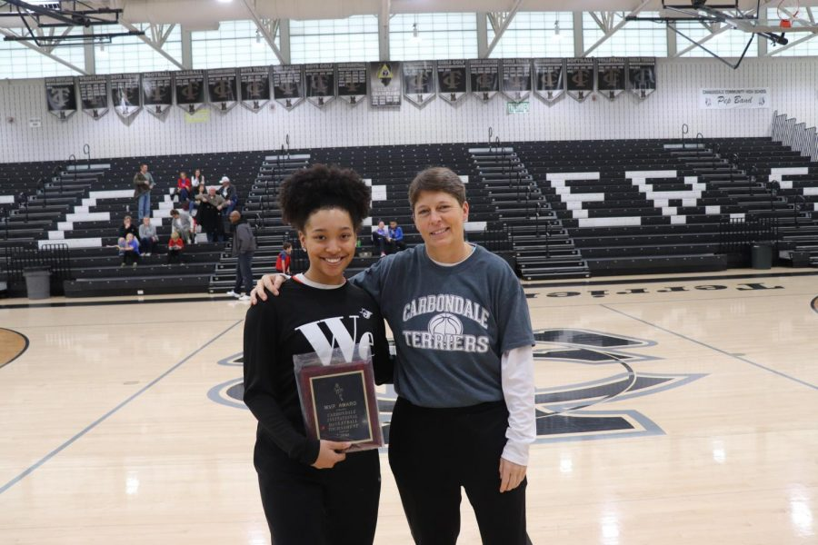 Destiny+Williams+received+the+Carbondale+Mid-Winter+Classic+MVP+award+from+Carbondale+Assistant+Athletic+Director+Marialice+Jenkins.